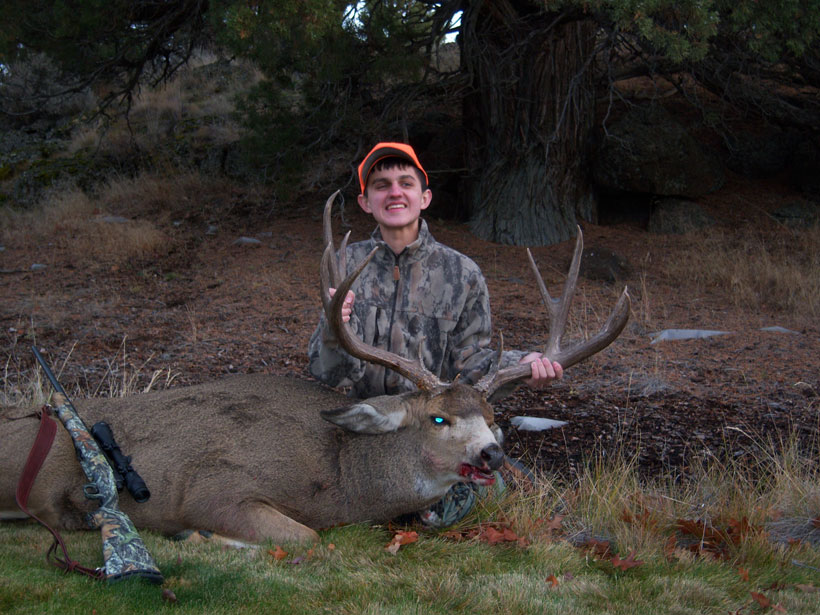 Andrew Thomasson (legally blind) from Idaho with his Oregon mule deer