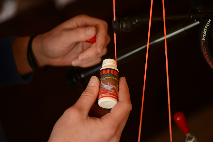Applying bowstring cleaner