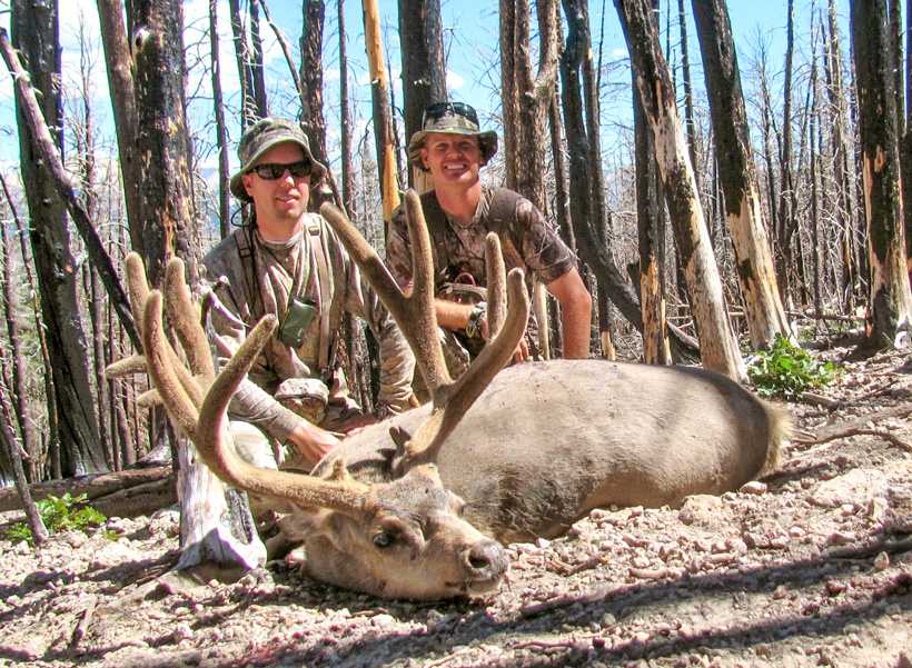 Clint Wirick and his cousin with the mule deer buck