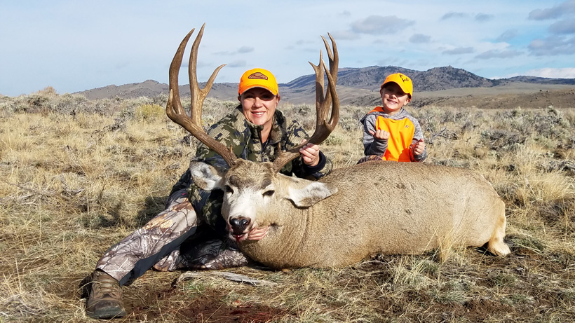 Heather with her Wyoming mule deer buck