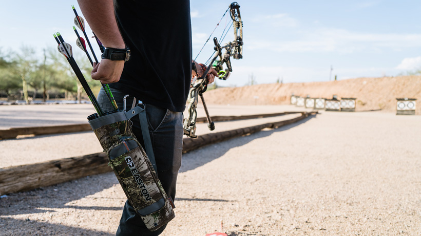 Hip quiver for bowhunting