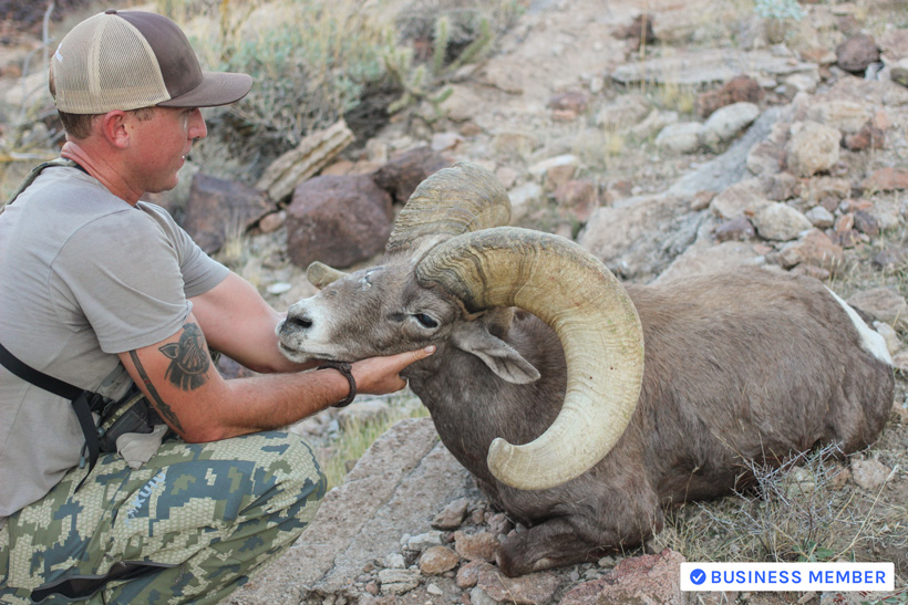 Hunter Haynes with Franks 2015 desert bighorn ram with Colburn and Scott Outfitters