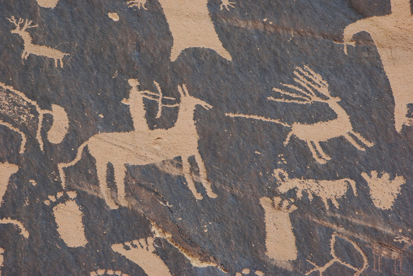 Hunting pictograph of a mule deer buck