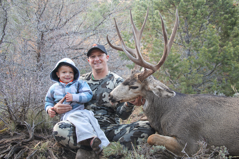 Kody Smith and Maverick with the Utah mule deer buck