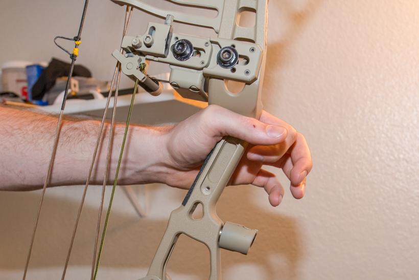 Medium wrist bow hand position