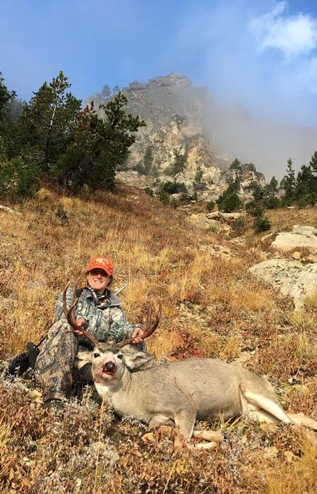 Tylee Williams with her Wyoming mule deer buck