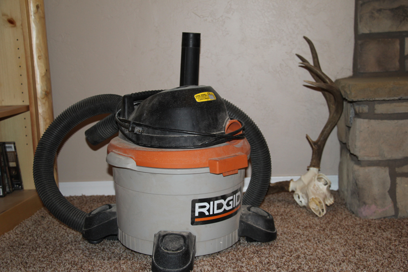 Vacuum cleaner for dust on hide