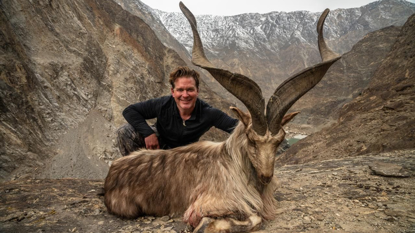 Trophy hunter pays $110k to kill and pose with rare mountain goat
