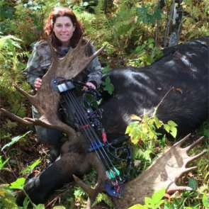 Huntress targeted by anti-hunters after harvesting record moose